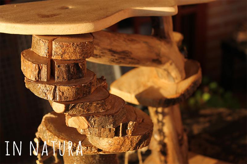 Escalera hecha con rodajas de madera